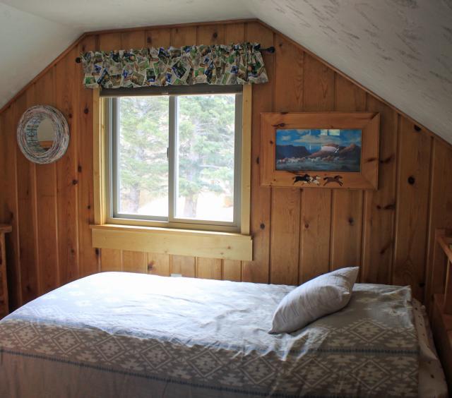 upper bed w/ single