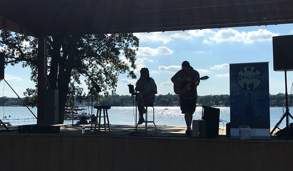 Cedar Lake Farmers Market live music