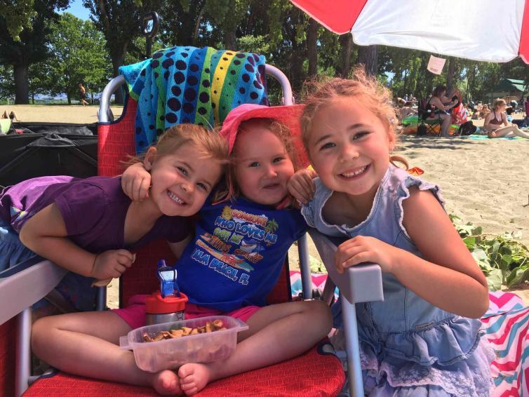 Julia, Maya, Hannah
