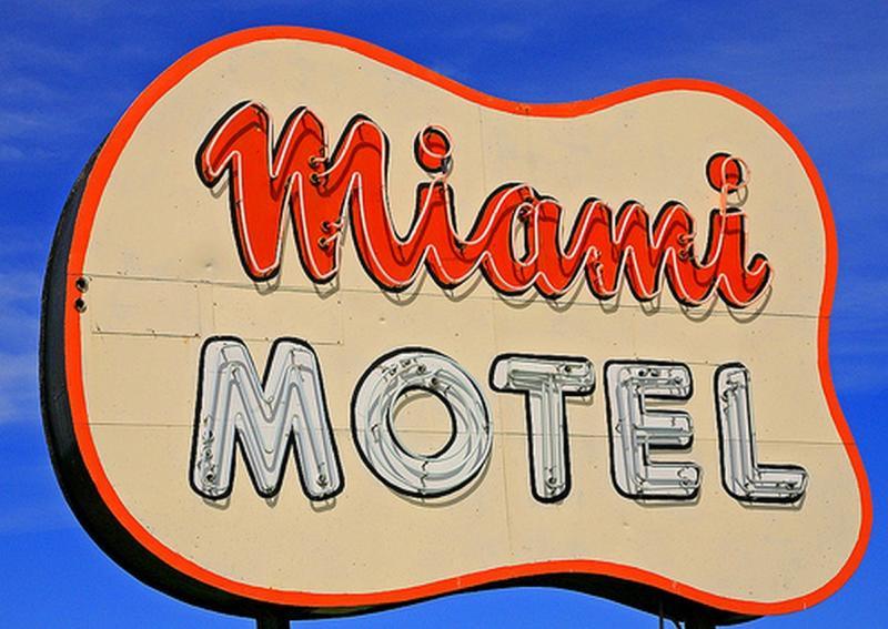 miami-motel-canandaigua-exterior-sign