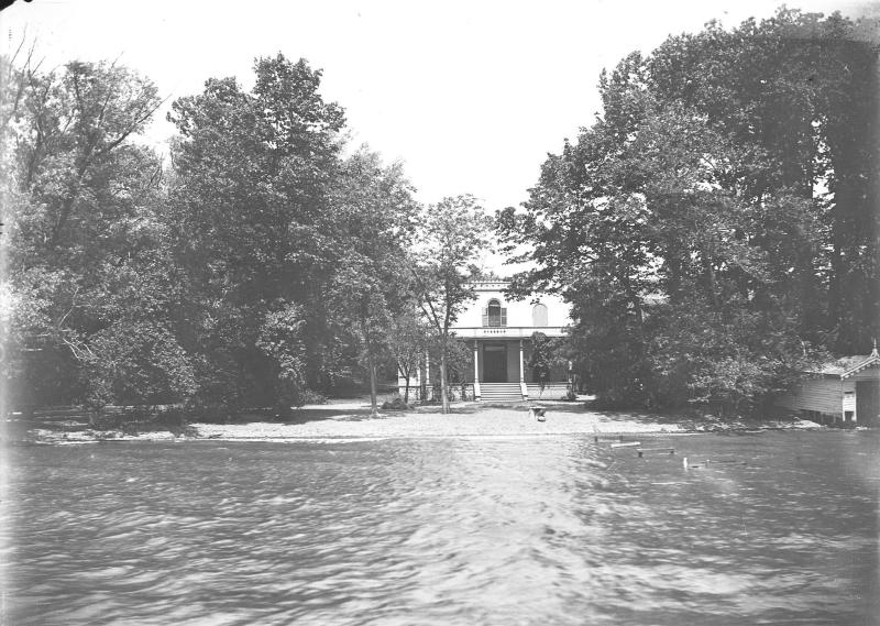 humphrey-bogart-house-view-from-lake
