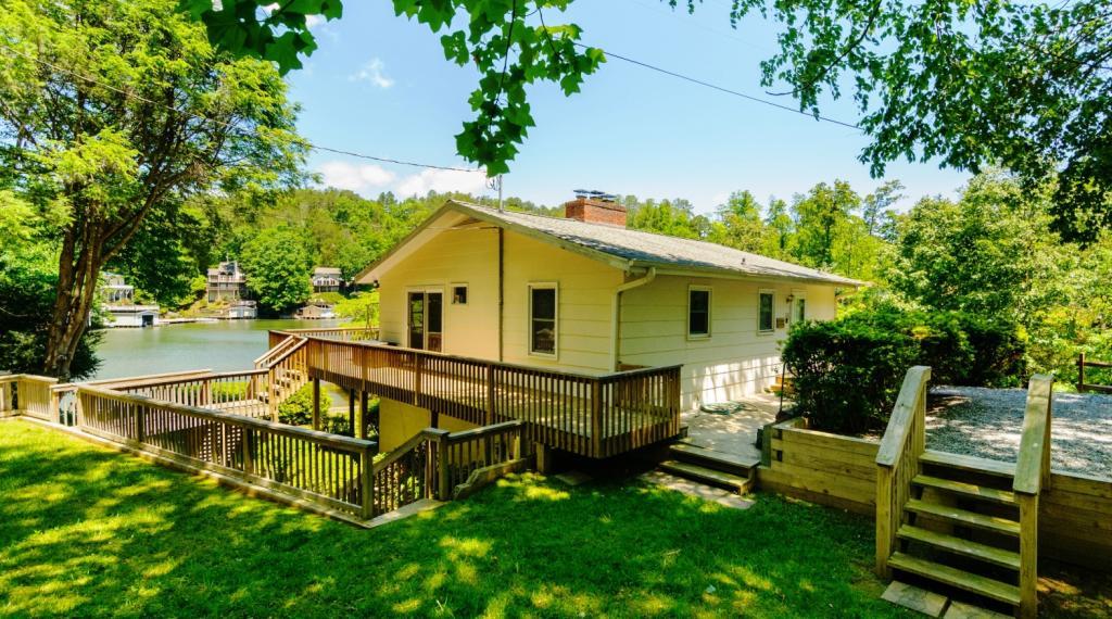 Tryon Bay Lake House