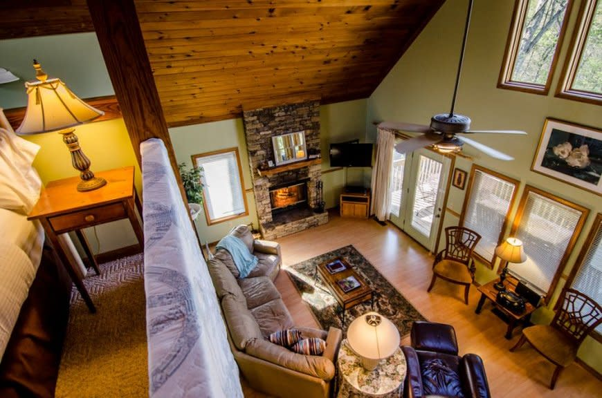 Asheville Cabins of Willow Winds Living Area