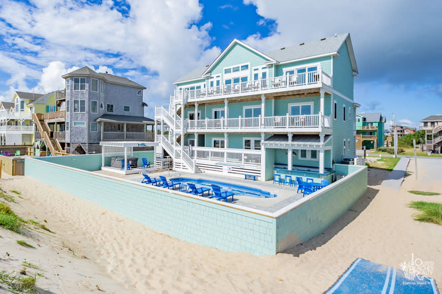 Beach Front Vacation Rental Home with a Pool