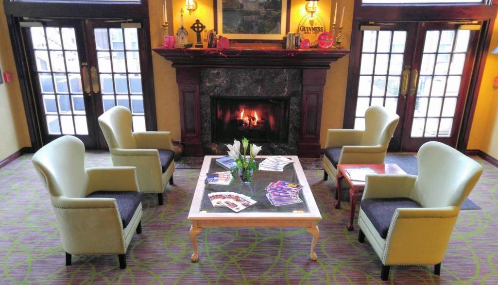 Cloverleaf Suites Lobby
