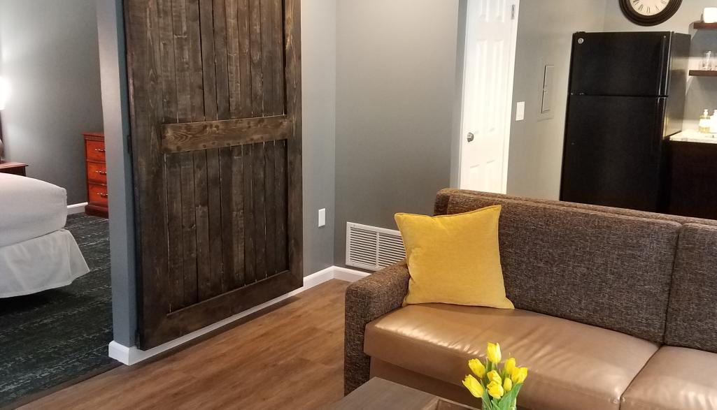 Cloverleaf Suites New Guest Room