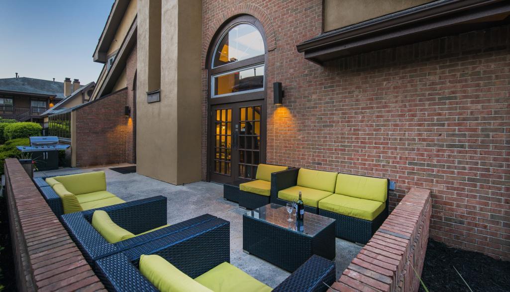Cloverleaf Suites Exterior