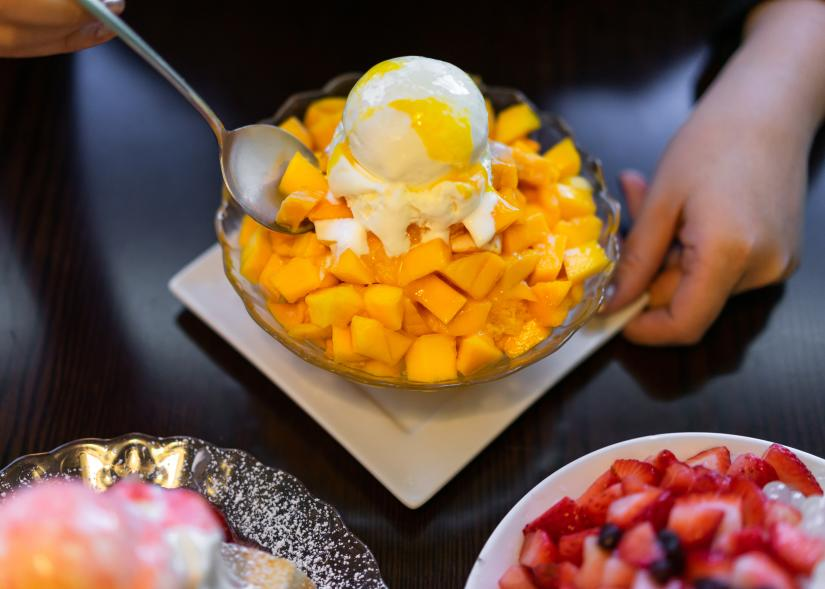 Shaved ice mango dessert