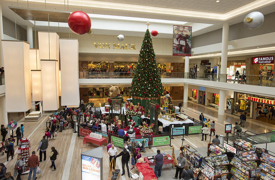 Decorated Christmas Tree surrounded by shoppers at Yorktown Mall