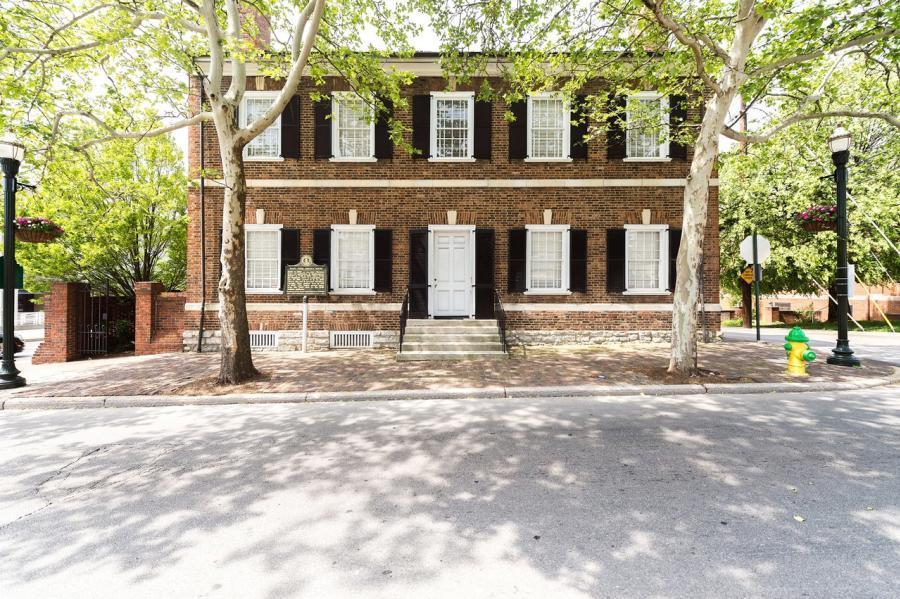 Mary-Todd-Lincoln-House-Exterior-medium