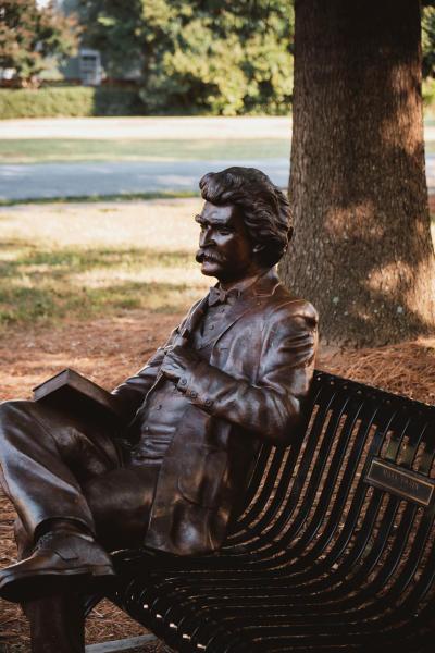 Mark twain bench