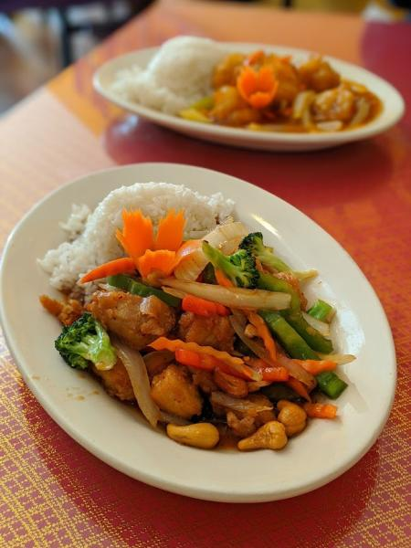photo of siam chicken dish with vegetables and rice at siam orchid in bellevue ky