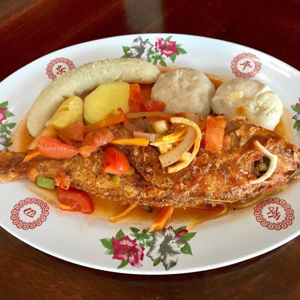 fish plate with vegetables and fruit