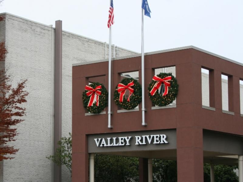 Valley River Center Holiday Shopping