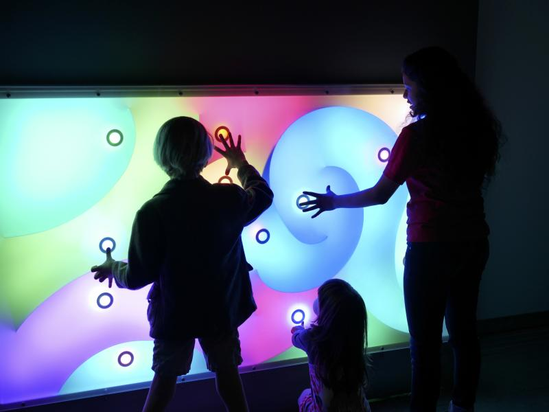Children at the Thinkery Light Lab