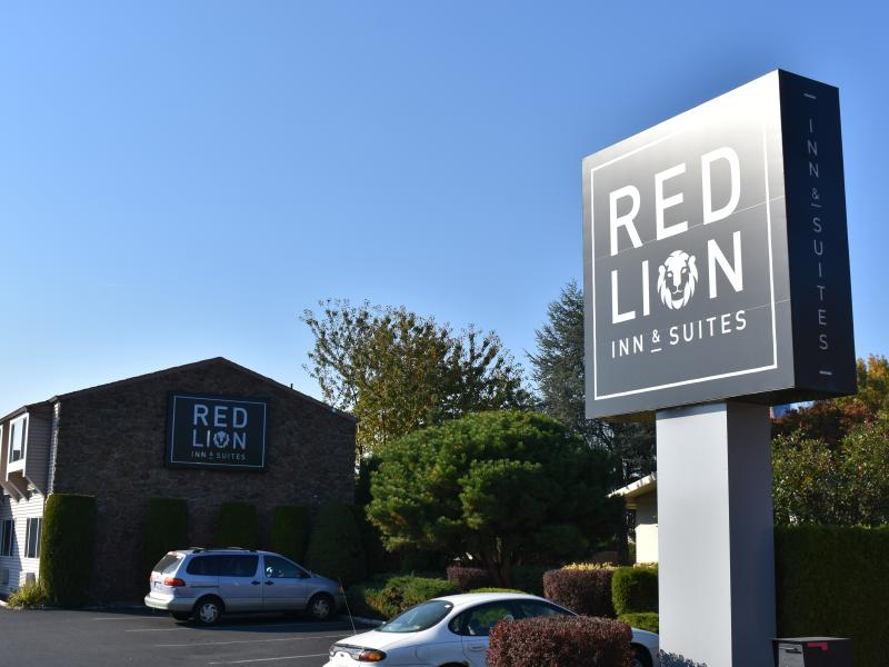 Red Lion Inn & Suites exterior 2