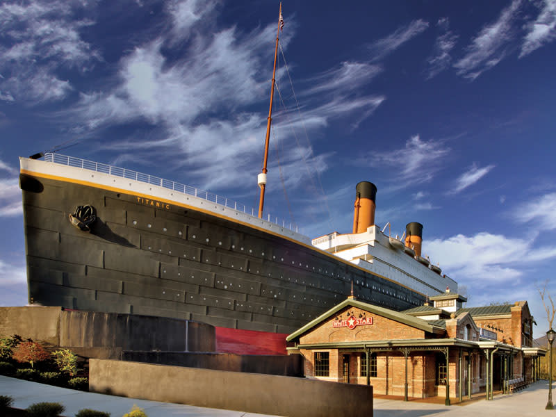 titanic-pigeon-forge-ship