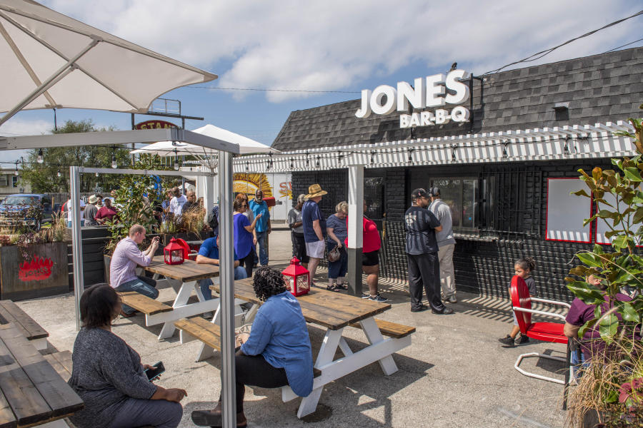 Jones Bar-B-Q outside