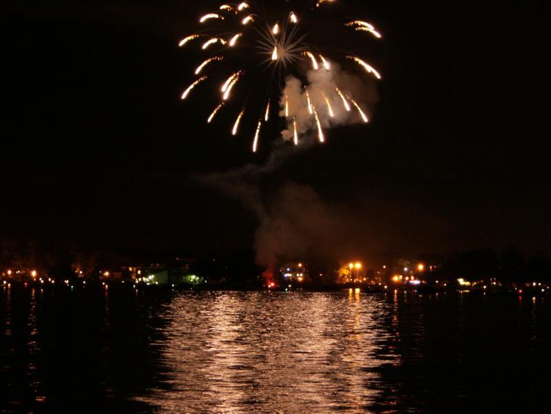 fireworks-lake
