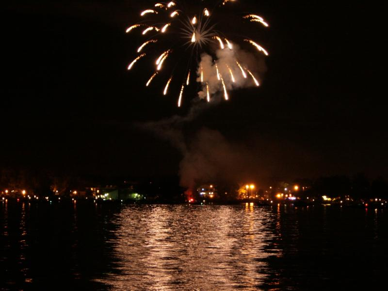 fireworks-lake