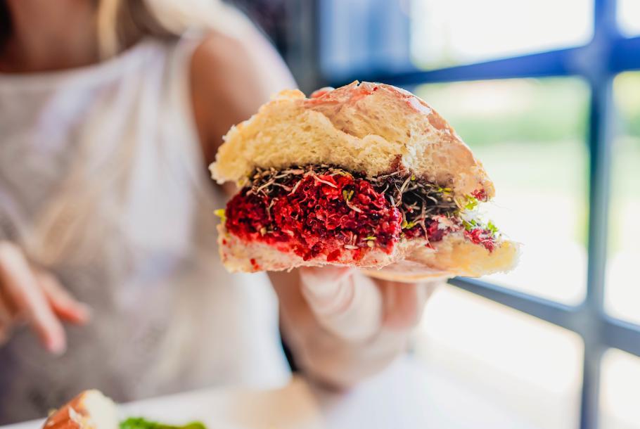 GLO beet & quinoa burger
