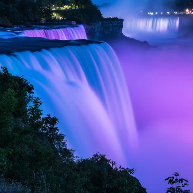 Niagara Falls State Park at night