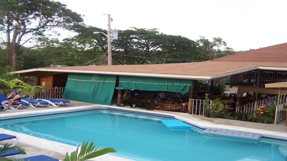 Sea Star Inn Pool