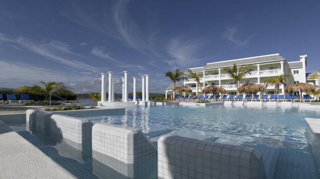 Grand-Palladium-Jamaica_Piscina-Coral_gallery