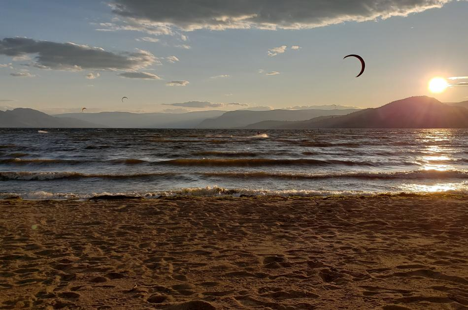 Rotary Beach Park - Kite Surfers