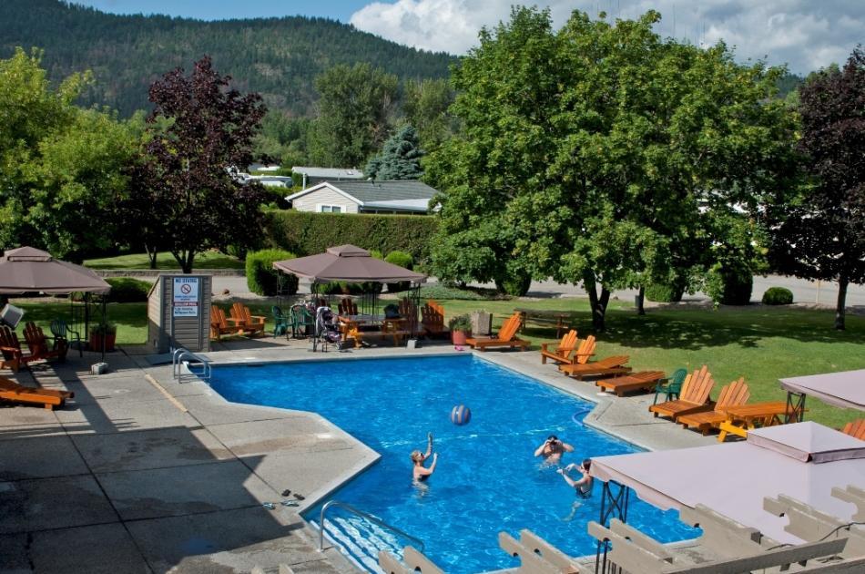 Holiday Park RV & Condo Resort Activity Centre Pool