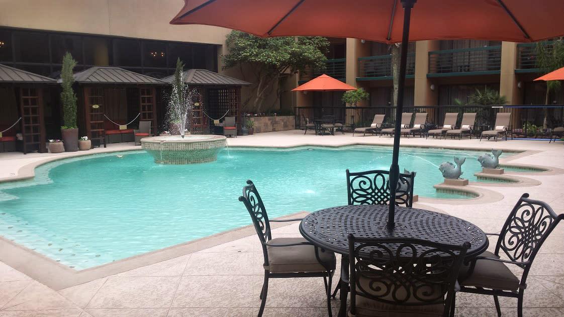 MCM Elegante Hotel Pool Exterior