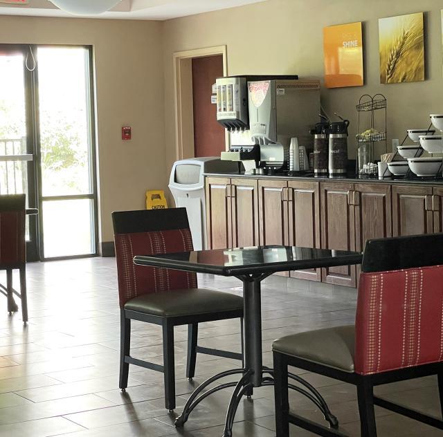 Comfort Inn Smithfield Breakfast 2000x1500 72dpi