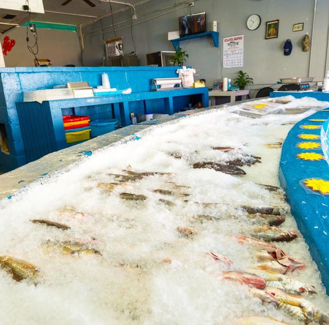 D's Seafood Market Ice Bar 2 2000x1500