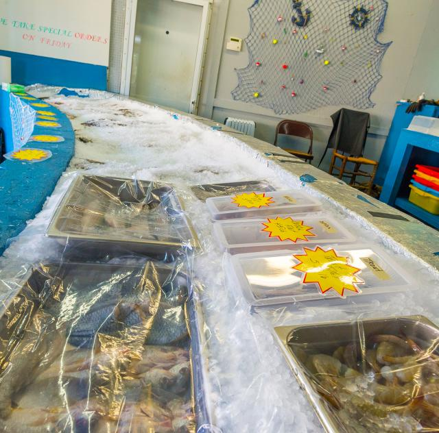 D's Seafood Market Ice Bar 2000x1500