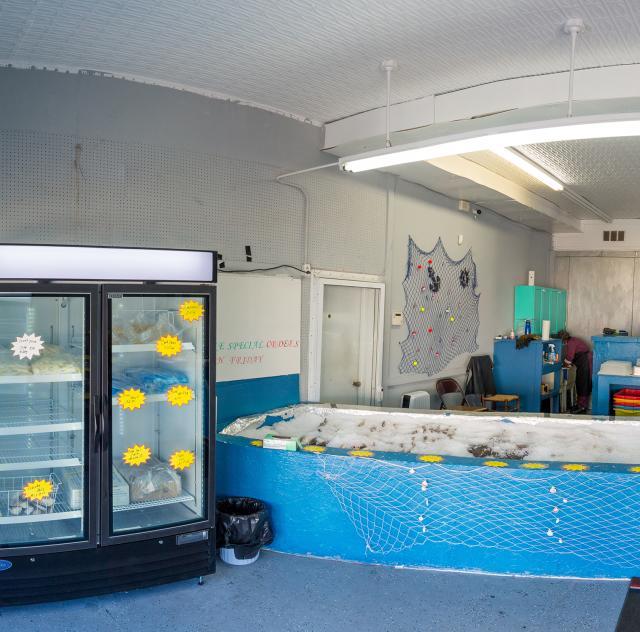 D's Seafood Market Interior 2000x1500
