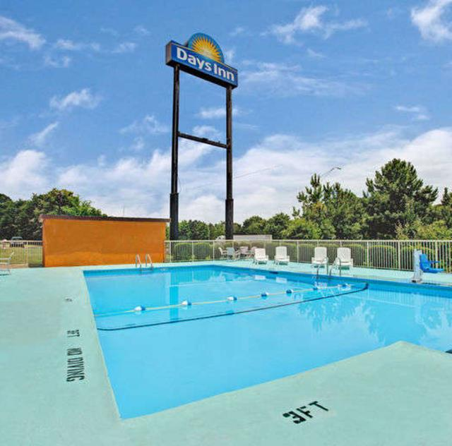 Days Inn Benson Outdoor Pool