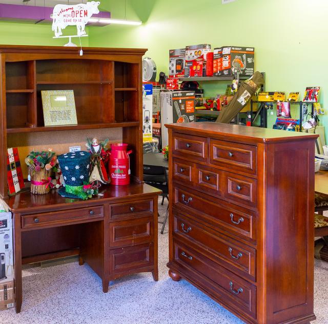 Deals & Steals Interior 2 2000x1500
