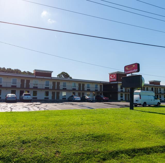 Econo Lodge Smithfield 2 2000x1500 72dpi
