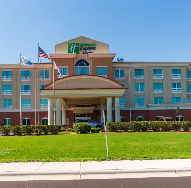 Holiday Inn Express Smithfield 2000x1500 72dpi