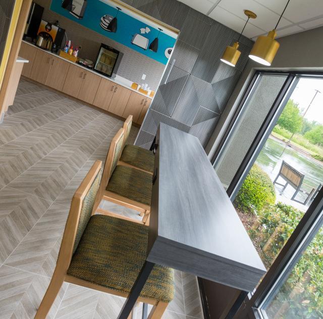 La Quinta Breakfast Room 2000x1500 72dpi