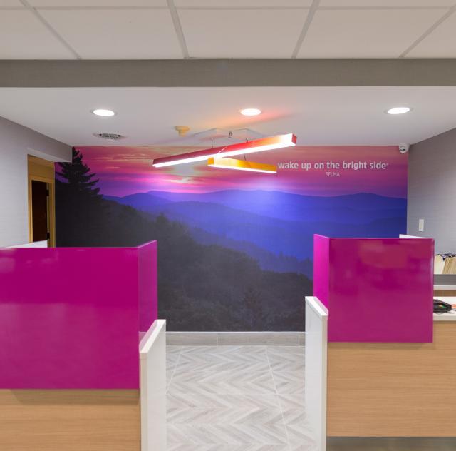 La Quinta Front Desk 2000x1500 72dpi