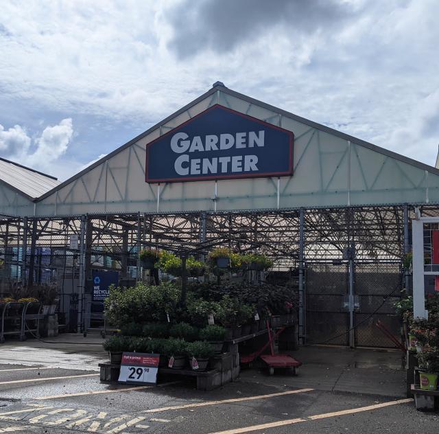Lowes Garden Center Smithfield 2000x1500 72dpi