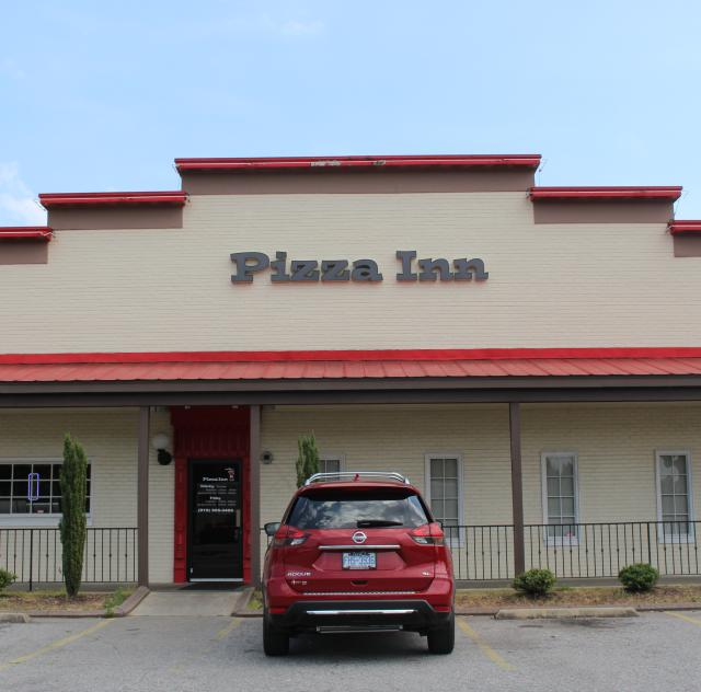 Pizza Inn Selma Exterior
