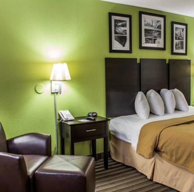 Quality Inn Kenly King Room