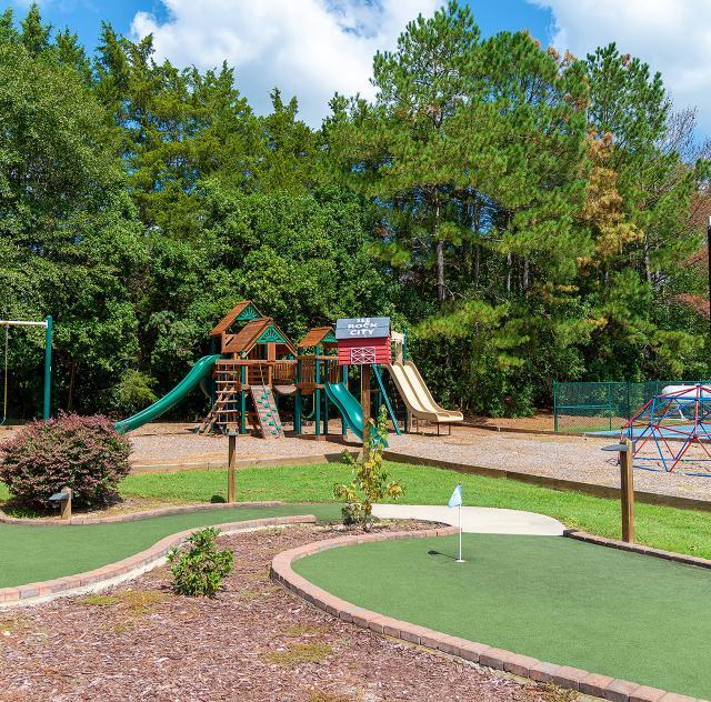 Raleigh_Oaks_playground