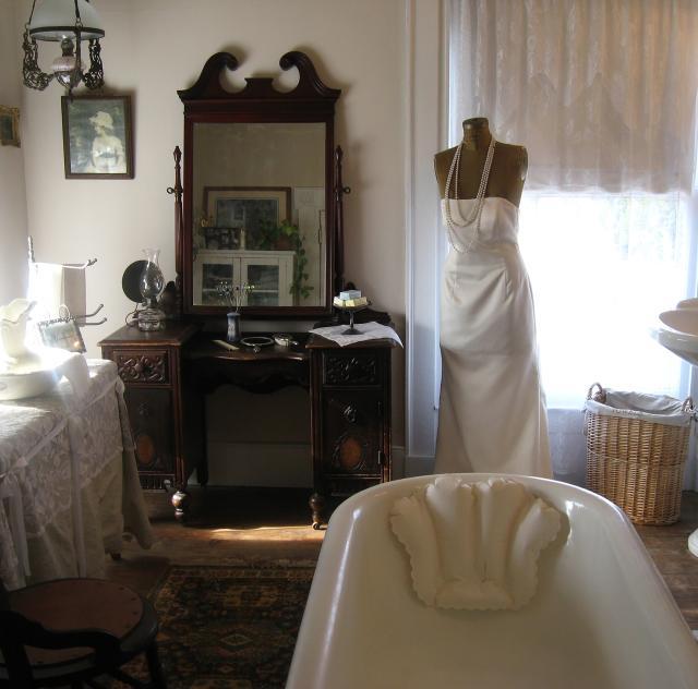 Southern Charm Weddings_bath