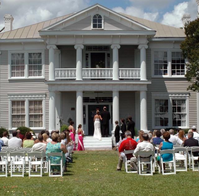 Southern Charm Weddings_wedding_lawn_2