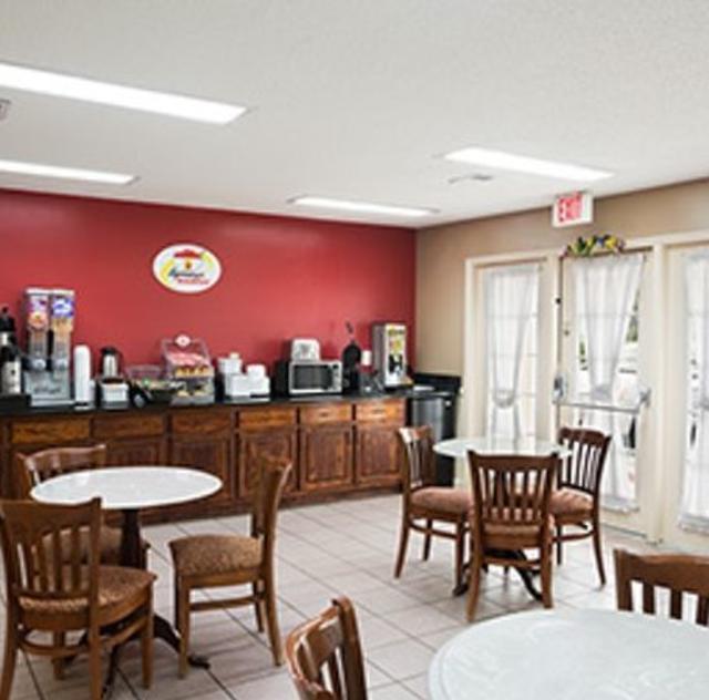 Super 8 Garner Breakfast Area