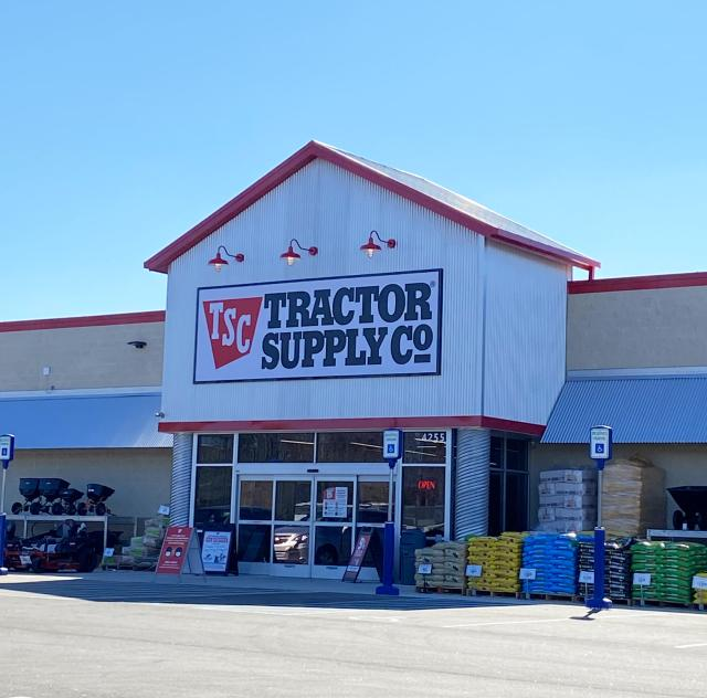 Tractor Supply Co 40_42 2000x1500 72dpi