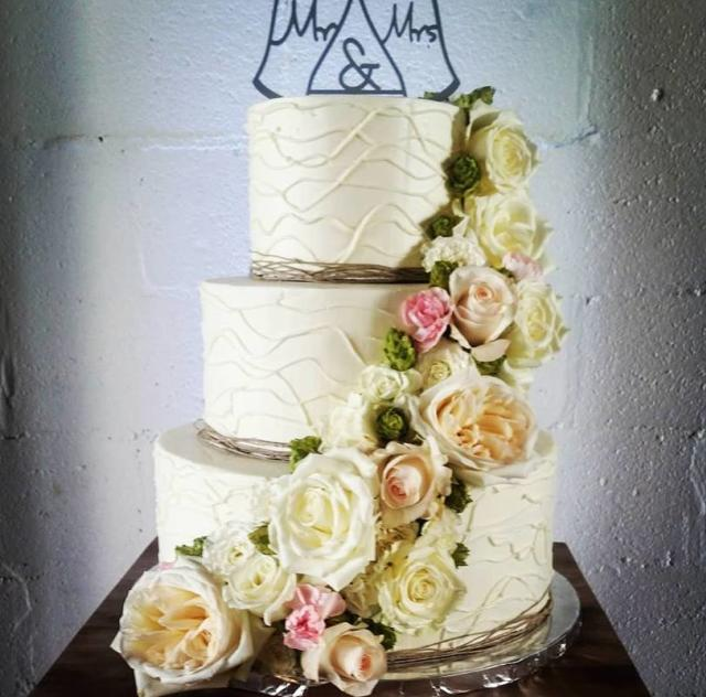 Under The Oak - Wedding Cake